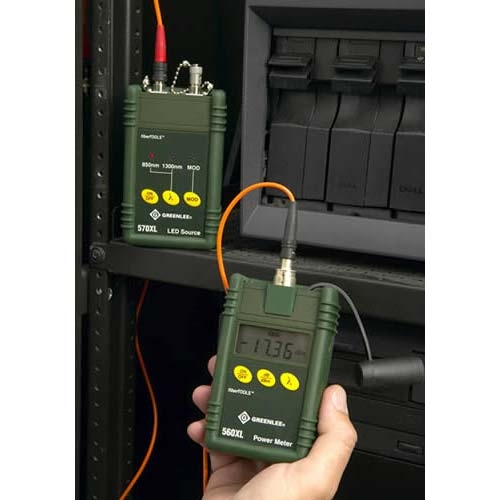 close up of reading from greenlee 5670 fiber optic test set in use on fiber optic cables icon