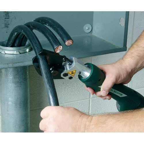 greenlee es32 cable cutter in use icon