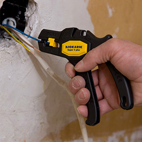 Cable Stripper during Installation
