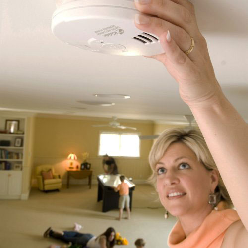 woman installing Kidde combo alarm - icon